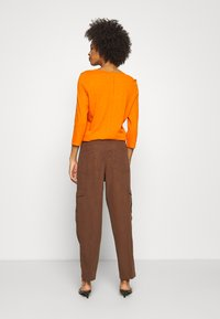 Marc O'Polo DENIM - PANT WIDER LEG TURN UP DETAIL - Stoffhose - coconut shell - 2