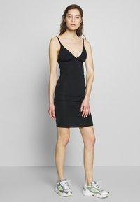 Gestuz - CAMIGZ DRESS - Jerseykjole - black - 1