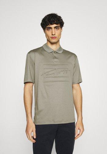 SIGNATURE FLAG EMBOSSED  - Polo shirt - dark shale