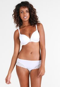 Triumph - BEAUTY FULL ESSENTIAL  - T-shirt bra - white - 1