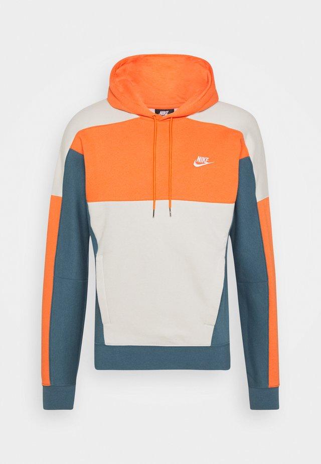 HOODIE - Sweat à capuche - electro orange/ash green/light bone/white