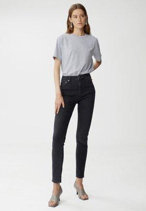 ASTRIDGZ HW  NOOS - Slim fit jeans - washed black