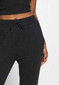 Even&Odd Petite - 2 PACK - Joggebukse - black/grey