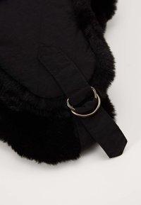 Urban Classics - TRAPPER HAT - Beanie - black - 2