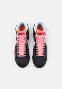 Nike Sportswear - BLAZER MID '77 - Zapatillas altas - black/white/flash crimson/atomic pink/glacier ice - 3