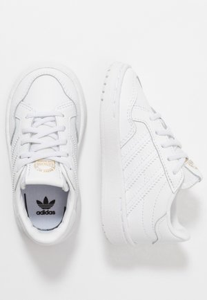 TEAM COURT - Mocassins - footwear white/core black