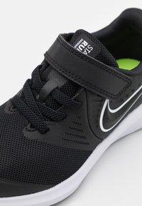 Nike Performance - STAR RUNNER 2 UNISEX - Zapatillas de running neutras - black/white/volt - 5