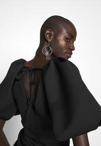 True Violet Tall - TRUE EXTREME PUFF SHOULDER PLUNGE MINI DRESS - Vestido de cóctel - black - 6