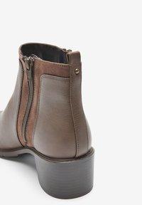 Next - FOREVER COMFORT® CHUNKY - Korte laarzen - brown - 3