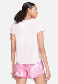 Nike Performance - ICON CLASH - Print T-shirt - rosa - 2