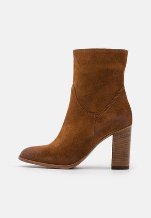 High Heel Stiefelette - tan