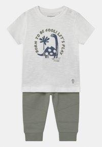 Staccato - SET - Print T-shirt - off-white/khaki - 0