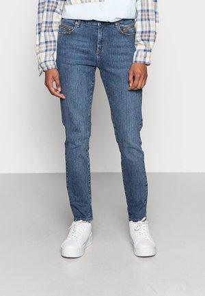 ALEXA ANKLE ZIP WASH STERLING INDIGO - Jeans Skinny Fit - denim blue