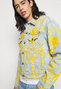 Versace Jeans Couture - COLUMBUS  - Džínová bunda - light blue - 3