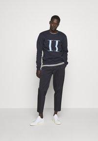 Les Deux - ENCORE - Sweatshirt - dark navy/sky blue - 1