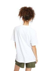 Timberland - OVERSIZE IRIDESCENT - Print T-shirt - white - 2