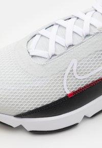 Nike Sportswear - AIR MAX 2090 UNISEX - Sneakers laag - photon dust/white/black/university red - 5