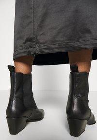 Weekday - SIGNE SKIRT - Pencil skirt - black - 4