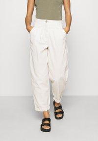 Topshop - ELLA MENSY - Relaxed fit jeans - ecru - 0