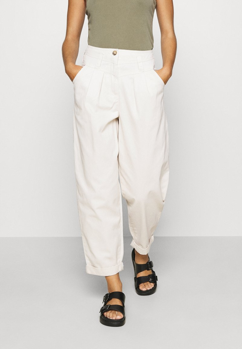 Topshop - ELLA MENSY - Relaxed fit jeans - ecru