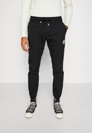 SCANTON TECH JOGGER - Pantaloni - black