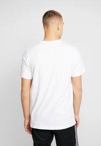 adidas Originals - DIAGONAL LOGO SHORT SLEEVE GRAPHIC TEE - Print T-shirt - white - 2