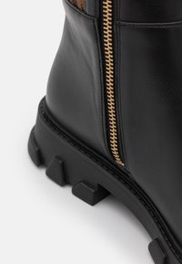 MICHAEL Michael Kors - RIDLEY BOOT - Over-the-knee boots - black/brown - 4