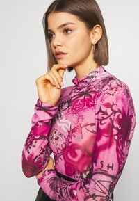 Jaded London - HIGH NECK LONG SLEEVE BODY - Blouse - pink scibble - 4