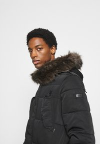 Superdry - CHINOOK - Parka - black - 4