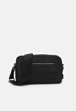 ESSENTIAL CAMERA BAG - Sac bandoulière - black