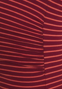 GAP Maternity - PURE CREW - Basic T-shirt - red - 2
