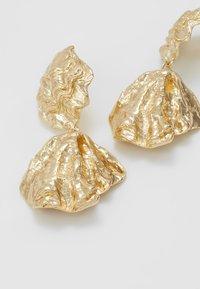Topshop - CRUSHED DOUBLE DROP - Oorbellen - gold-coloured - 4