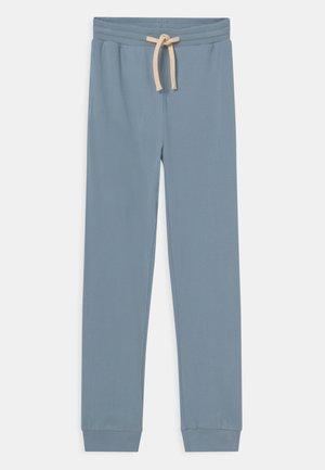 LOU PANTS - Teplákové kalhoty - powder blue