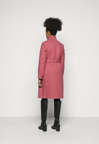 Dorothy Perkins Petite - FUNNEL COLLAR BELTED COAT - Classic coat - blush - 2