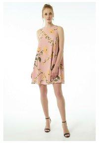Auden Cavill - Day dress - rosa - 1