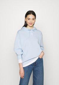 Monki - ODA - Jersey con capucha - blue - 0