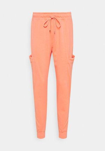 AIR PANT - Pantalones deportivos - crimson bliss