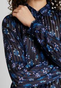 YAS - YASRICHA - Button-down blouse - navy blazer - 5