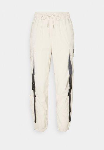 UTILITY PANT - Pantaloni cargo - beige