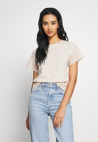 Molly Bracken - LADIES KNITTED TEE - T-shirt z nadrukiem - beige - 0