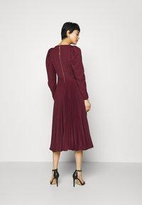 Closet - PUFF SHOULDER PLEATED SKIRT DRESS - Sukienka koktajlowa - wine - 2