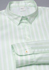 Eterna - Button-down blouse - pastellgrün/weiß - 4