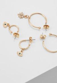 Pieces - PCNAOMI HOOP EARRINGS 4 PACK - Earrings - gold-coloured/green - 2
