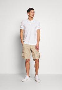 GAP - STRETCH - Shorts - iconic khaki - 1
