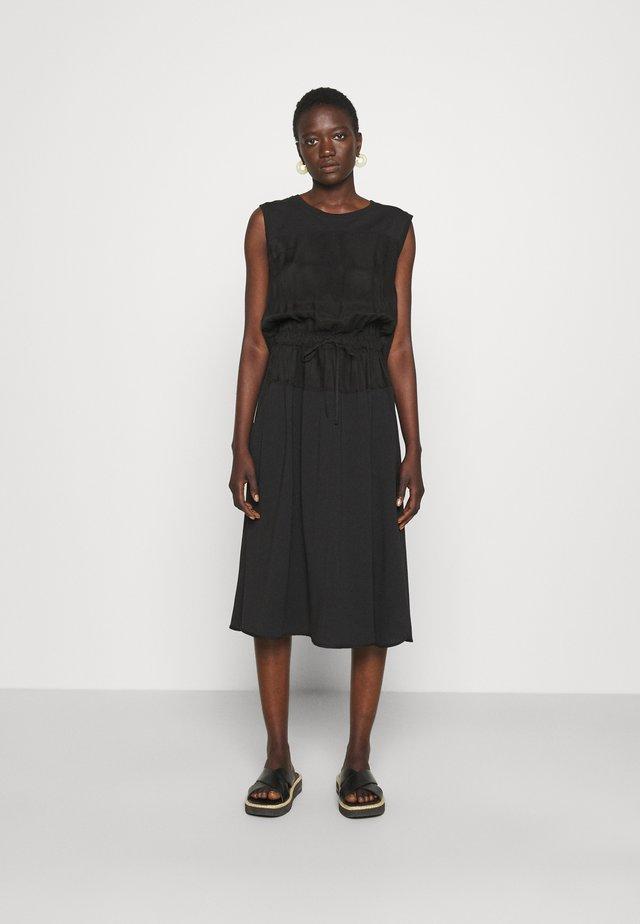 CLARISSA - Korte jurk - black