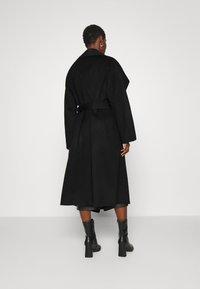 IVY & OAK - BATHROBE COAT - Classic coat - black - 2