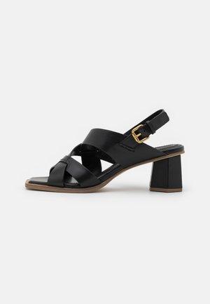Sandály - poncho nero