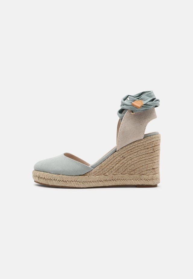 LOUISA - Sandalen met plateauzool - menta/natural