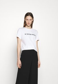 By Malene Birger - DESMOS FAYEH - Print T-shirt - pure white - 0