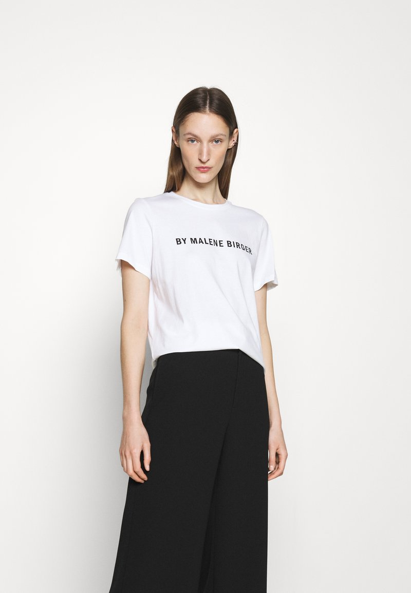 By Malene Birger - DESMOS FAYEH - Print T-shirt - pure white